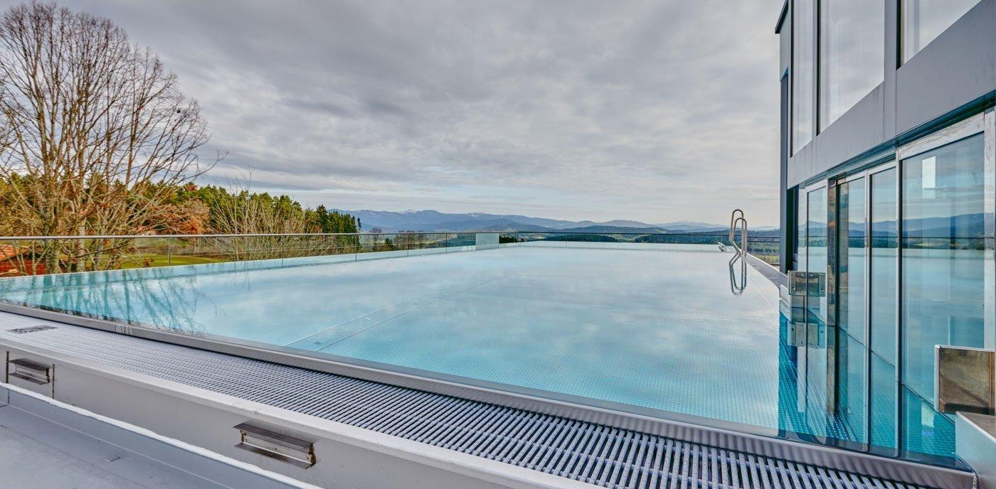 Unser neuer sky infinity Außenpoll im 4 Sterne Wellnesshotel Bayerischer Wald
