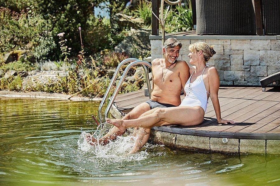 Naturbadeteich zum planschen in unserem Wellnesshotel im Bayerischen Wald