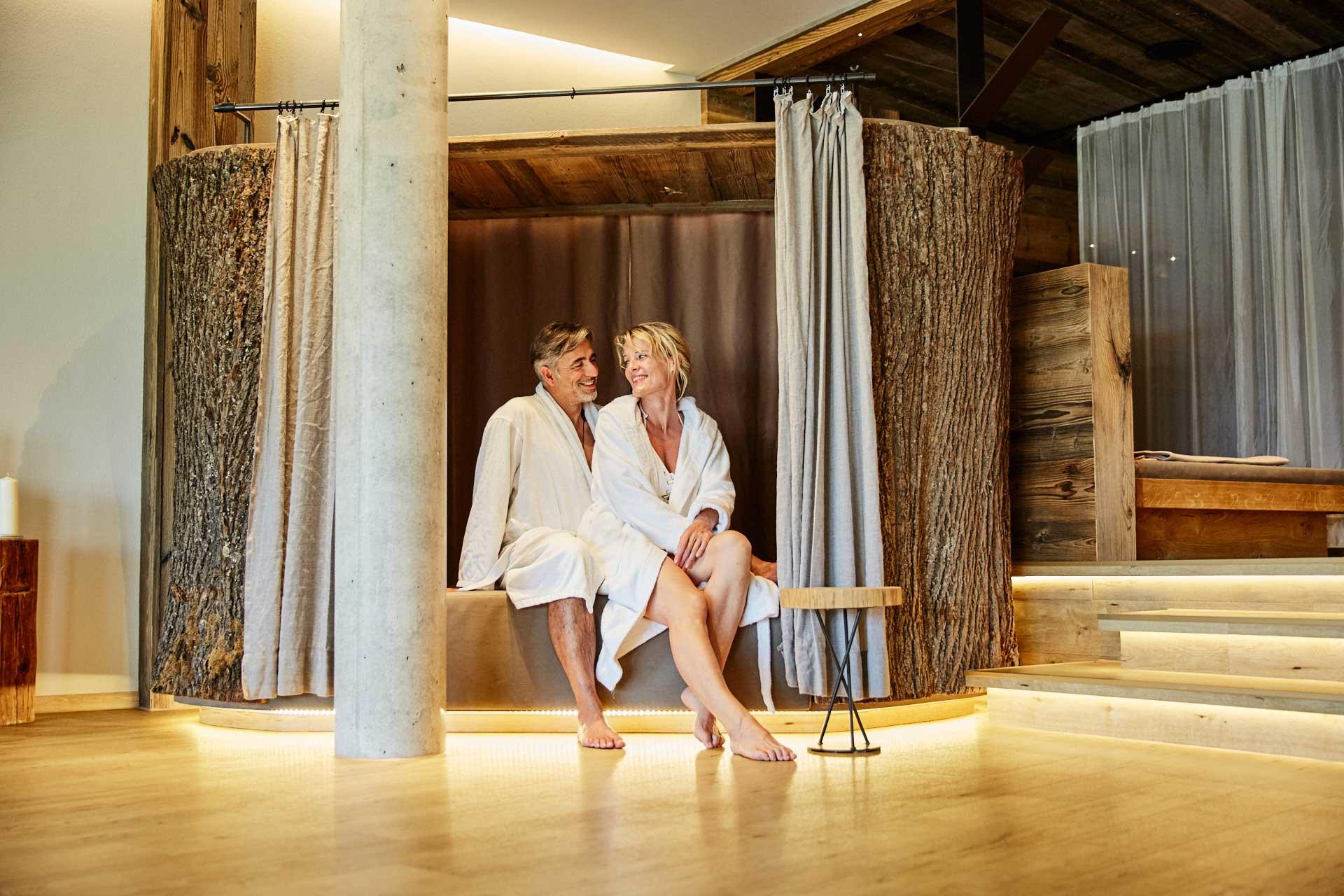 Uriger Ruhebereich zum entspannen im Wellnesshotel Bayerischer Wald